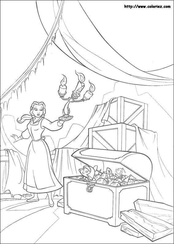 Belle découvre une malle bien mystérieuse ...