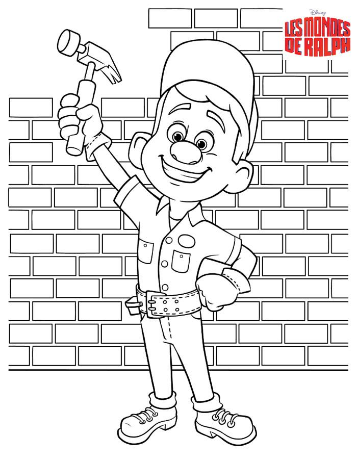 Fix-It Felix Jr avec son marteau, devant un mur de briques