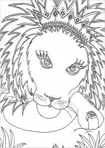 Joli lion avec une couronne