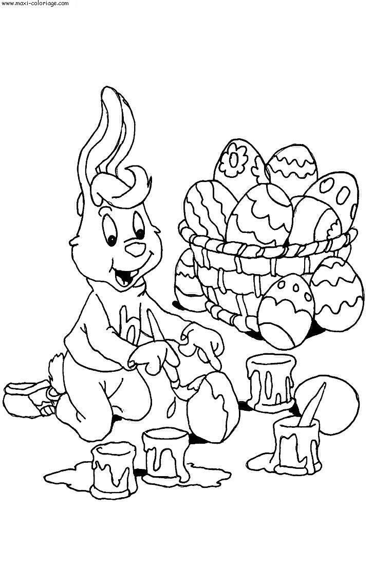 Un lapin en train de peindre des oeufs pour Pâques