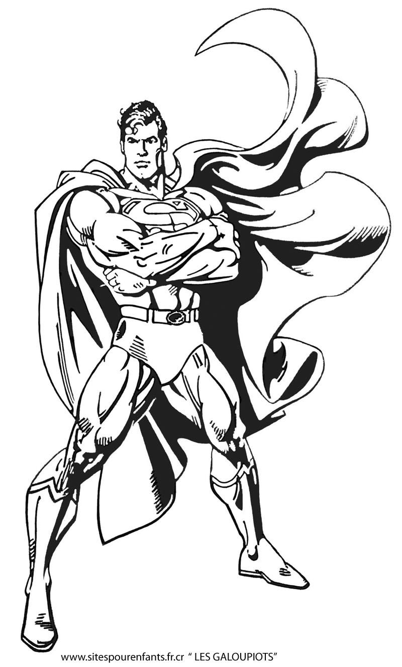 Superman la cape dans le vent